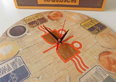 Стенен часовник от дърво с тих механизъм