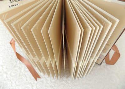 Албум за снимки с ръчноизработено тяло и рамки за снимки