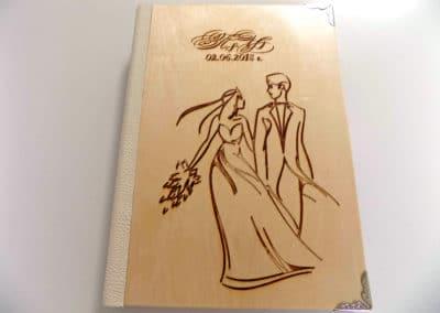 Дървен албум за сватба