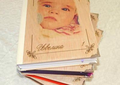 Албум за снимки с дървени корици