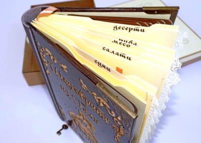 Книга за рецепти с дървени корици